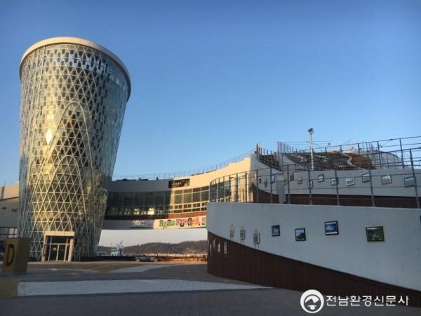완도군은 2월 18일부터 해조류센터 옥외 갤러리에 완도 관광지 사진 60점을 전시하고 있다고 밝혔다. (3).JPG