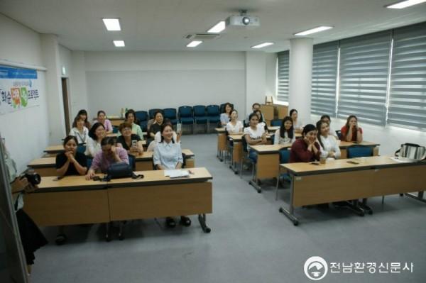 1.화순군, 너랑 나랑 프로젝트 시사회 사진3.JPG